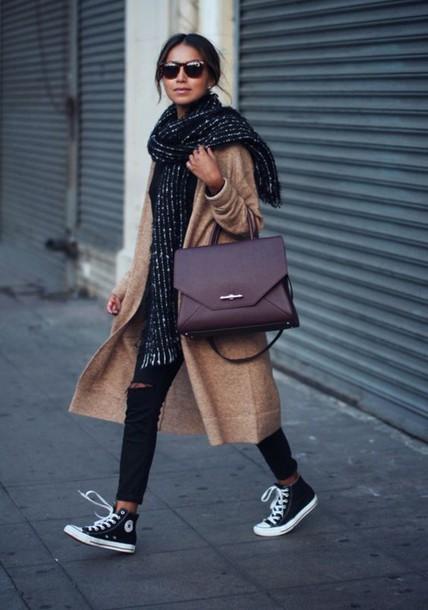 Lookazo con Maxi-bufanda y bolso working   Great look with Maxi-scarf and working bag
